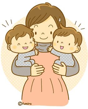 双子を抱くお母さん